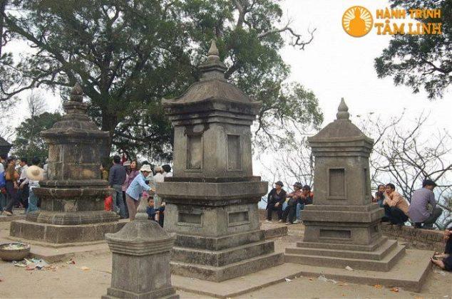 Vườn tháp chùa Hoa Yên