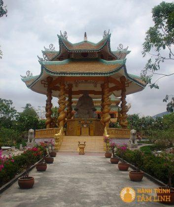 Đài phật Di Lặc chùa Đại Tòng Lâm
