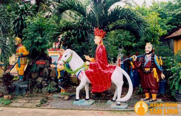 Vườn tượng Tam Tạng thỉnh kinh trong chùa Long Thiền