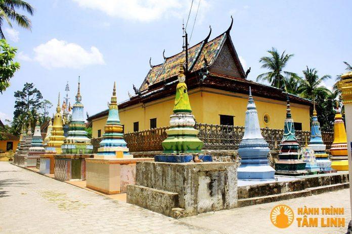 Chánh điện và tháp mộ chùa Xà Tón (Xvayton)
