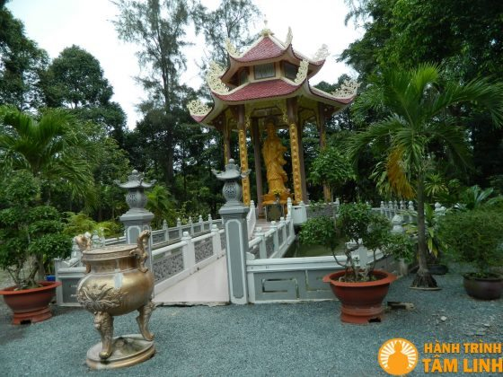 Điện Quan Thế Âm chùa Tôn Thạnh