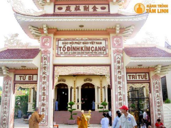 Tam quan chùa Kim Cang