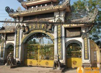 Tam quan chùa Linh Thứu