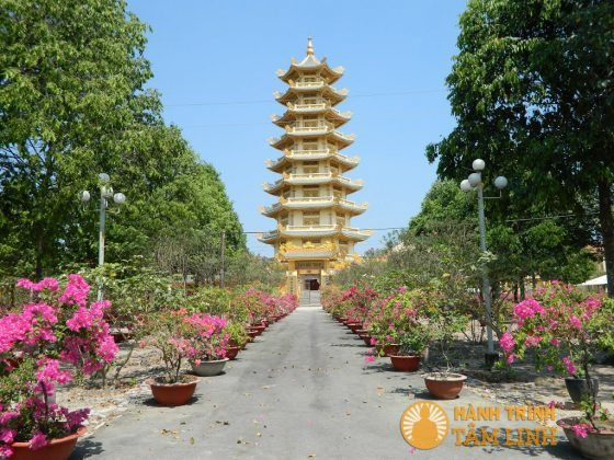 Tháp Tam Bảo chùa Đại Tòng Lâm
