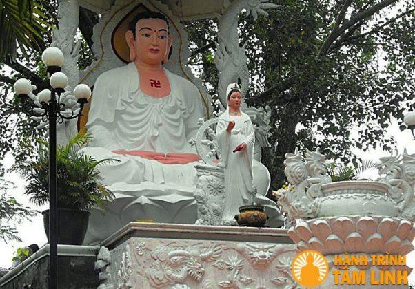 Tượng phật to chùa Bửu Phong