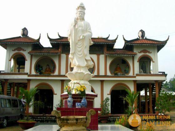 Tượng quan thế âm chùa Long Hưng
