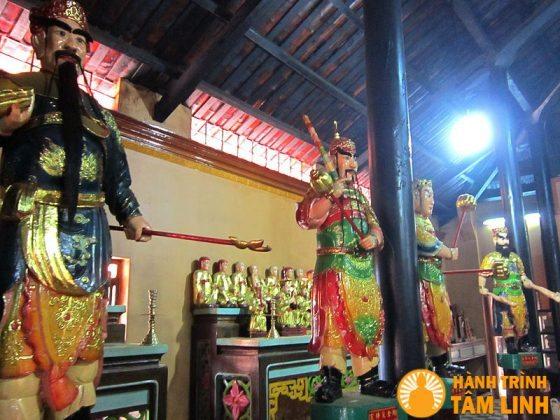Tượng trong chánh điện chùa Tây An