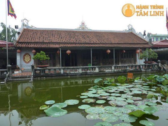 Ao sen ở phủ Tiên Hương