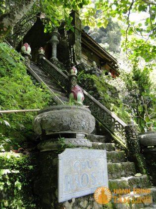 Bậc thang lên chùa Bảo Sái