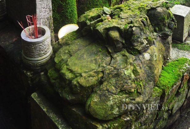 Bàn chân đá chùa Bảo Sái