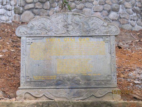 Bia đá tại chùa Giải Oan
