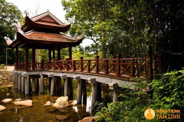 Cầu qua suối Giải Oan mới xây