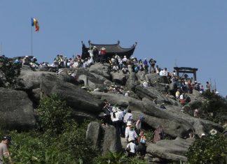 Cổng trời núi Yên Tử