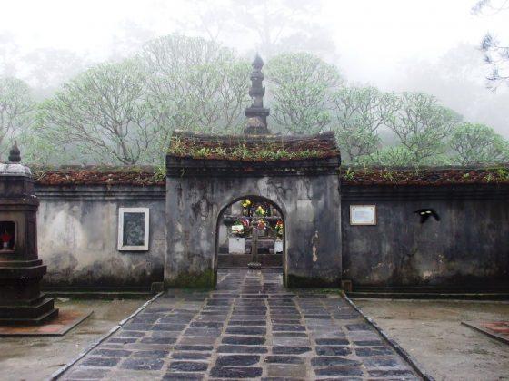 Cổng vào bảo tháp Huệ Quang