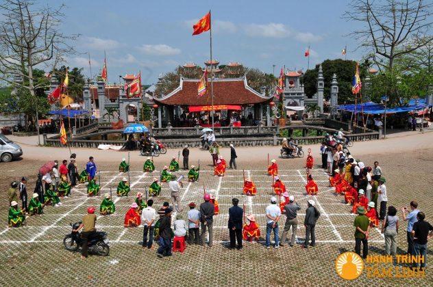 Đánh cờ người tại lễ hội phủ Dầy