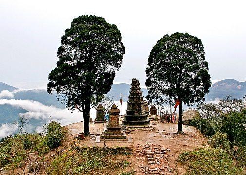 Vườn tháp Vọng Tiên Cung