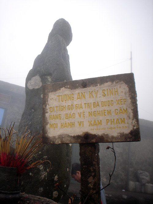 Tượng đá An Kỳ Sinh trên núi Yên Tử