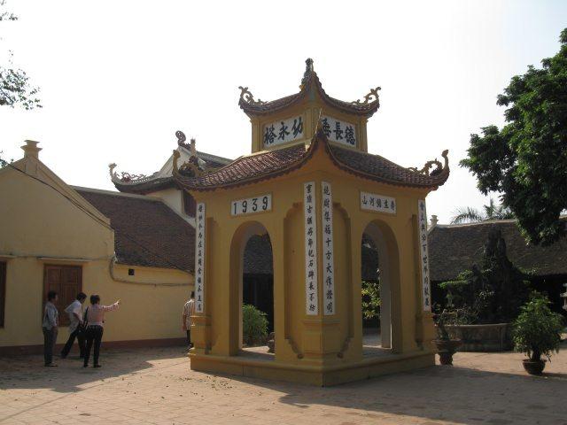 Gác chuông chùa Trấn Quốc