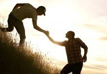 Bạn tốt giúp đỡ nhau