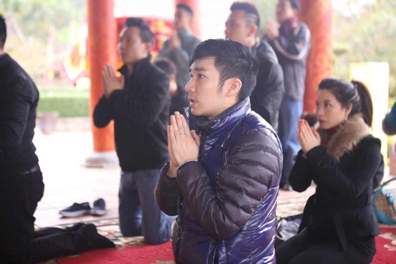 Cầu nguyện trong chùa