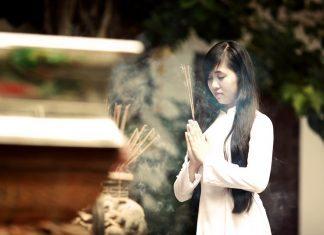 Đi chùa cầu nguyện