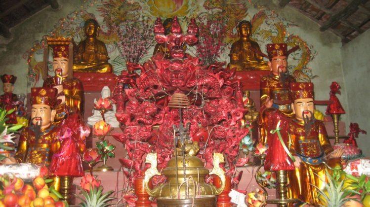 Ban tam bảo chùa Ba Vàng cũ