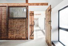 Làm sao để chọn cửa gỗ hợp phong thủy?