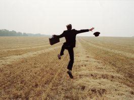 """Sống vui vẻ không phải là có tất cả nhưng """"không có gì cũng được"""""""