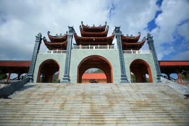 Cổng tam quan nội chùa Ba Vàng