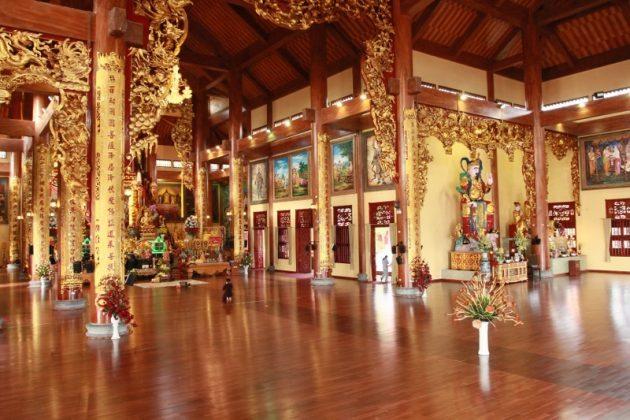 Đại hùng bảo điện chùa Ba Vàng