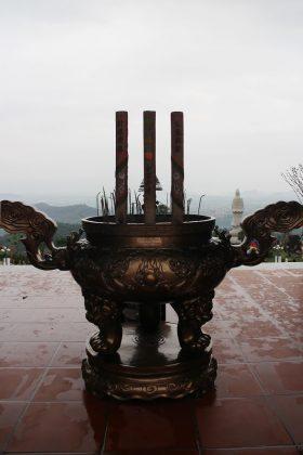 Lư hương đồng chùa Ba Vàng