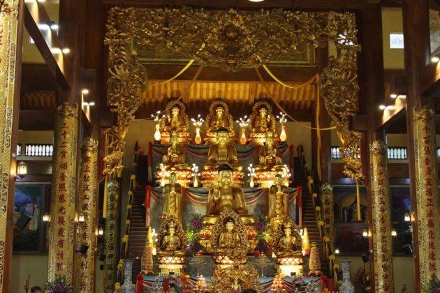 Tam bảo chùa Ba Vàng mới